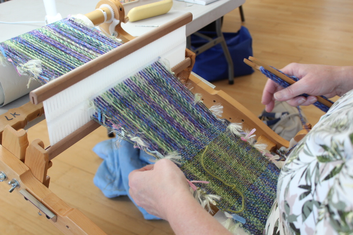 An Introduction to Hand Weaving on a Rigid Heddle Loom : Linda Parkhouse