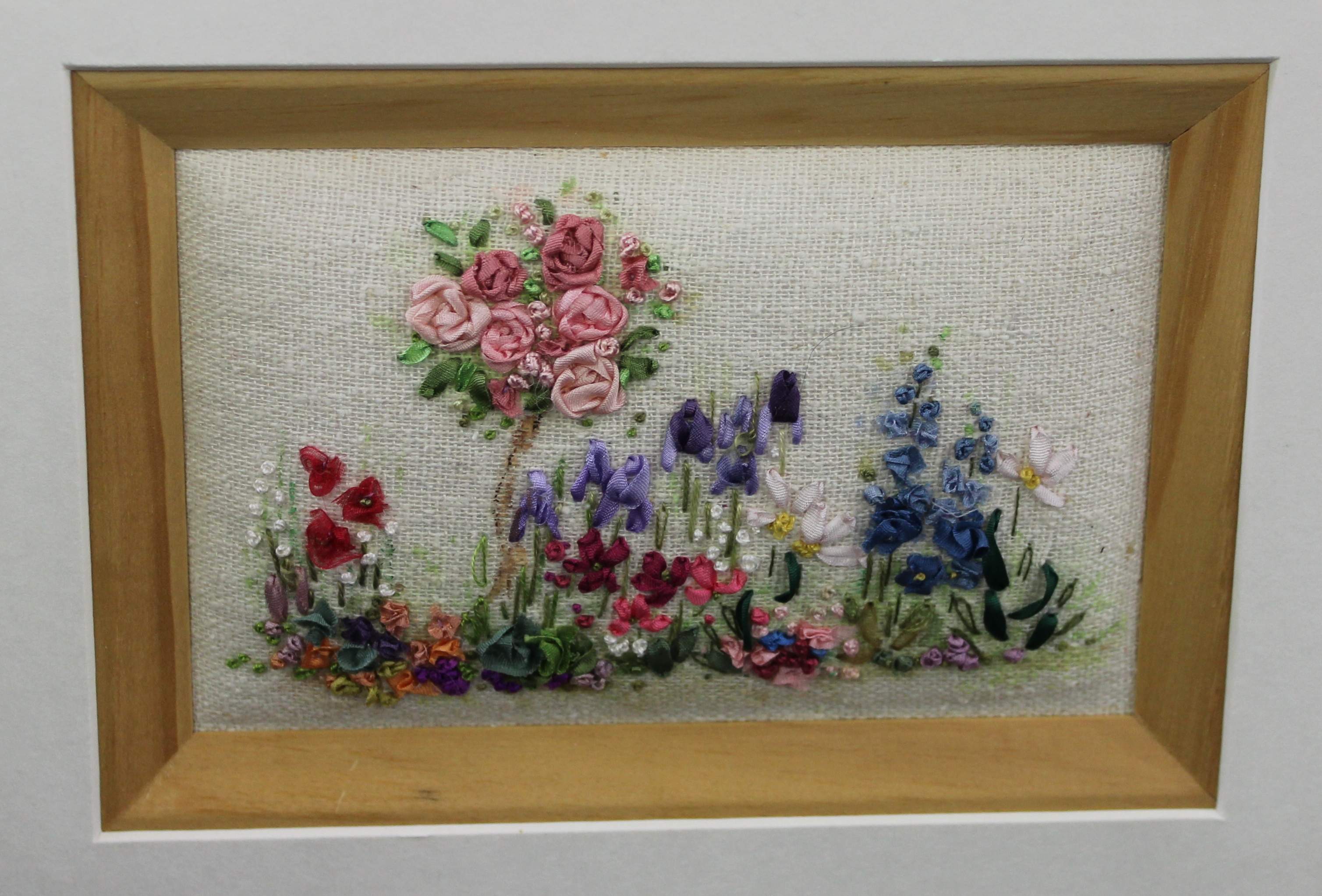 Ribbon Embroidery: A Cottage Garden (WS) : Marilyn Pipe
